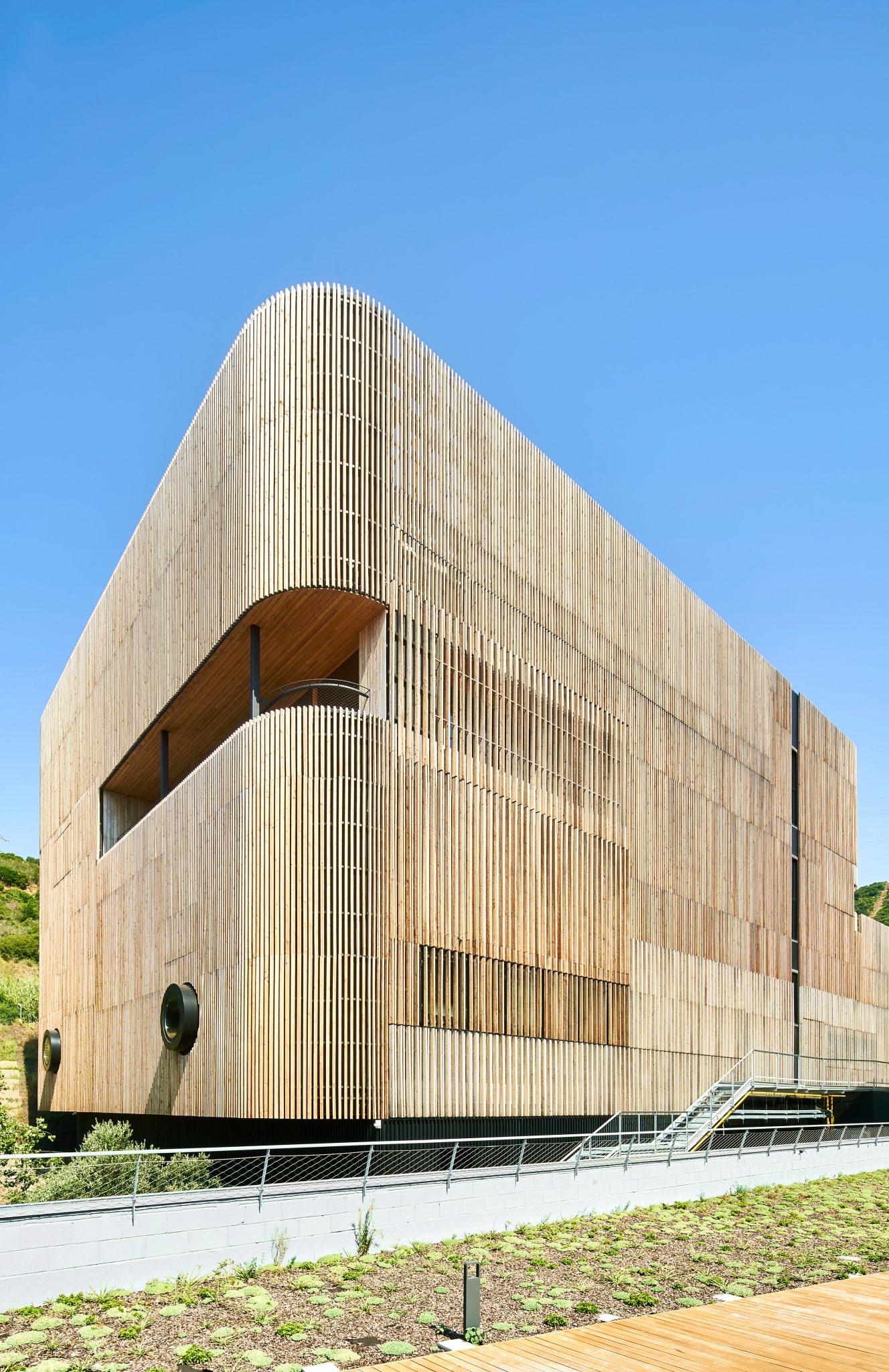 Fachada de Alerce - Arquima Edificio CMCiB - Can Ruti